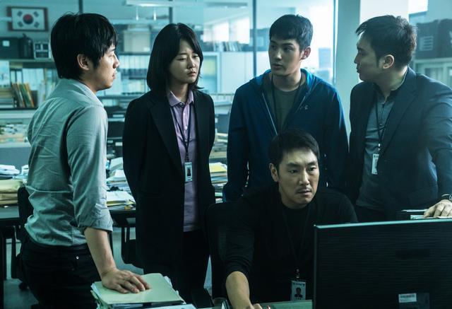 """画像3: 韓国で中毒者が続出した""""全員狂人""""映画の予告編が公開"""