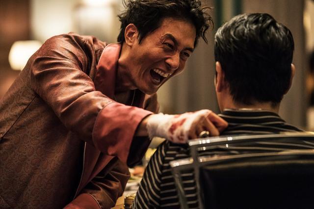 """画像2: 韓国で中毒者が続出した""""全員狂人""""映画の予告編が公開"""
