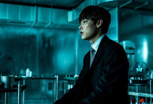 """画像1: 韓国で中毒者が続出した""""全員狂人""""映画の予告編が公開"""