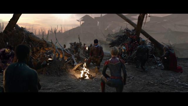 画像: 「アベンジャーズ/エンドゲーム」MovieNEX 未公開シーン:敬意を表して www.youtube.com