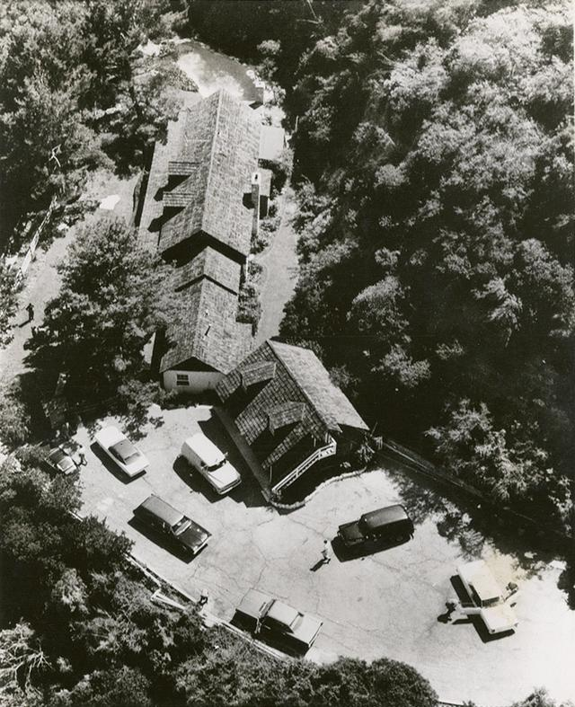 画像: 5人の犠牲者が出た事件直後のポランスキー邸