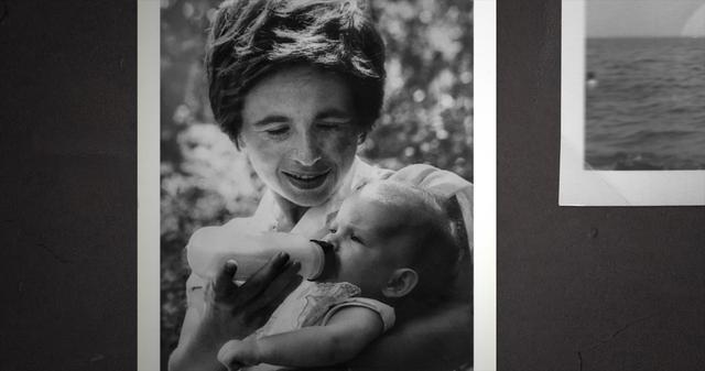 画像: 長女ミリアムを愛おしげに見つめる母の表情も