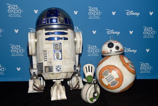 画像: 左からR2-D2、D-O、BB-8