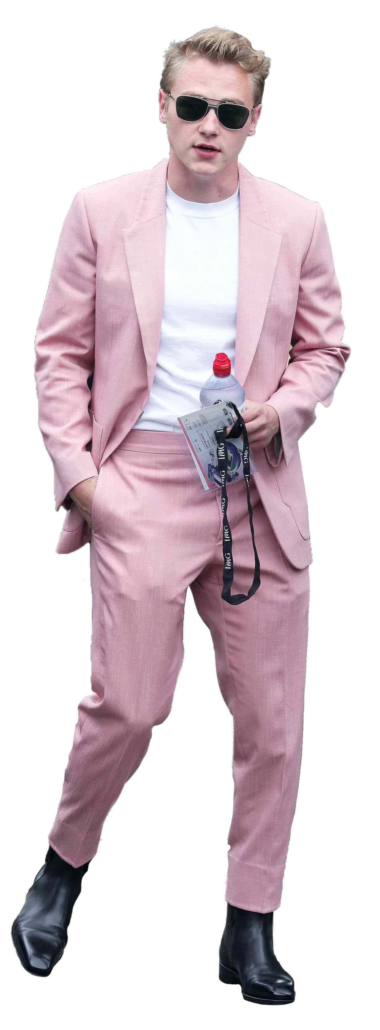 画像: 今年の夏は全身ピンクのスーツでウィンブルドンを観戦 Photo by Mark R. Milan/GC Images