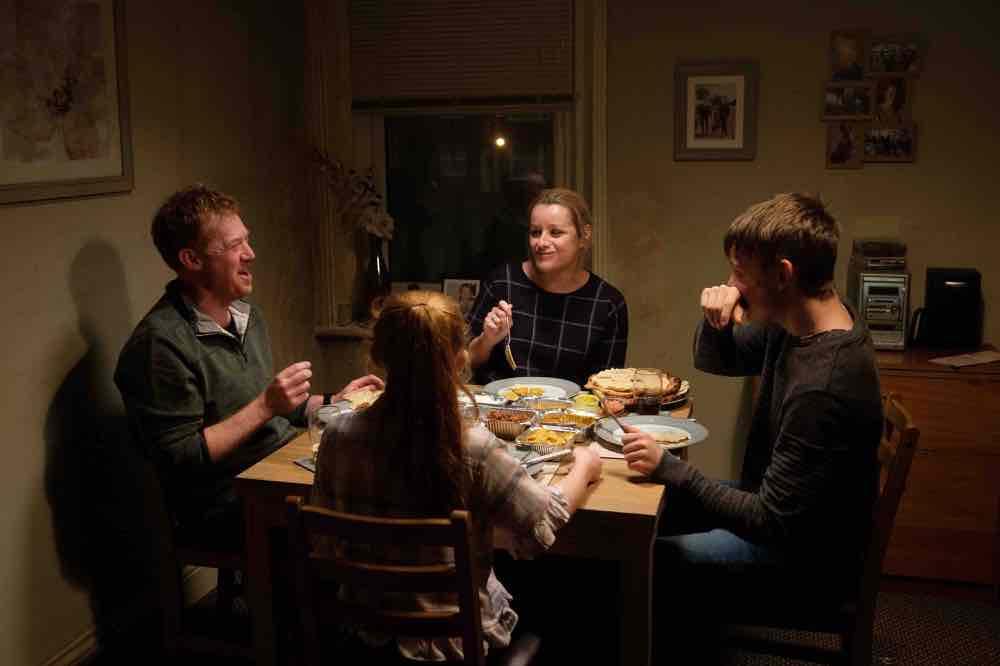 画像4: 何と闘えば家族を幸せにできる? 英国の名匠が贈る感動作の予告編が完成