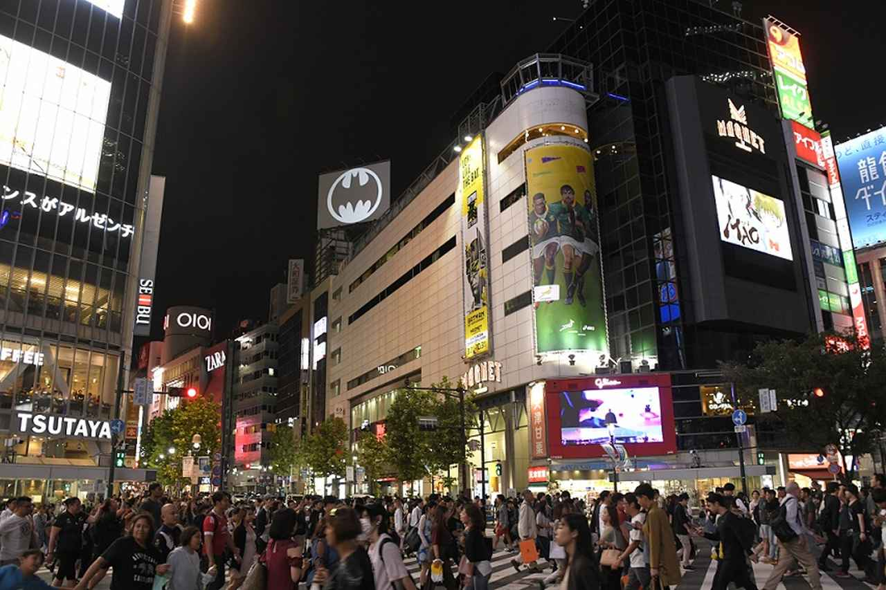 画像: 渋谷の夜空に点灯するバットシグナル!