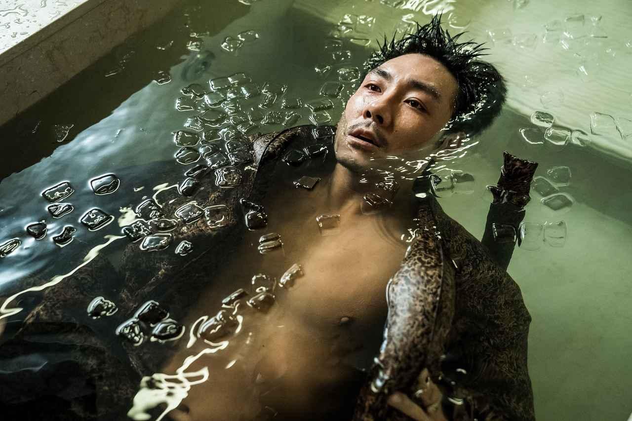 """画像: 韓国で中毒者が続出した""""全員狂人""""映画の予告編が公開 - SCREEN ONLINE(スクリーンオンライン)"""