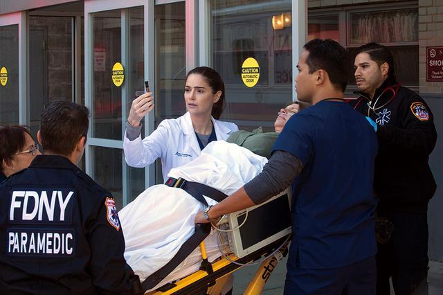 画像: 実在の医師と病院に基づいたドラマ作り