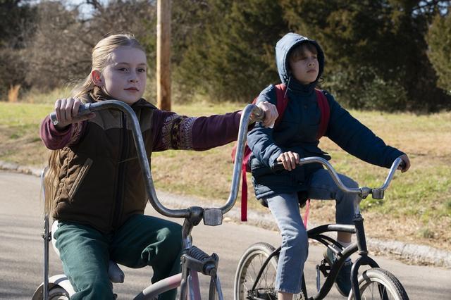 画像: 事件の標的となる幼い兄妹
