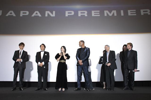 画像1: ウィルの流暢な日本語「みなさん、こんばんわ!」で始まった舞台挨拶