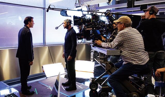 画像: 映像はフルCGだがその動きをしているのはウィル本人。このような装置をつけて撮影された