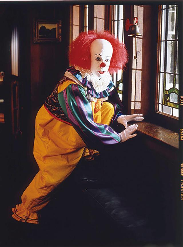 画像: 1990年にTV放映されたドラマ版「IT」ではティム・カリーがペニーワイズを演じた Photo by Bob D'Amico/Walt Disney Television via Getty Images