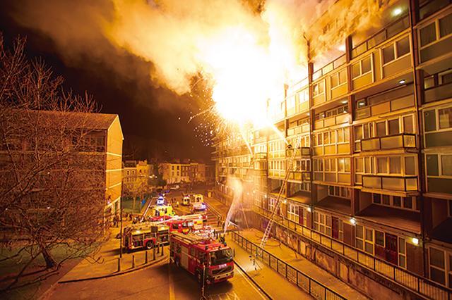 画像: 火災現場のシーンには思わずハラハラ