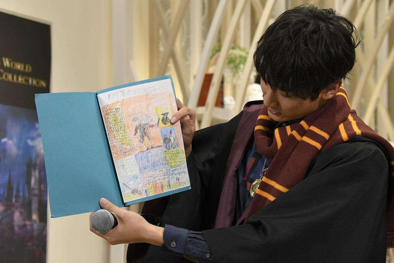 画像: ハリー・ポッターとダンブルドアらしき人物が描かれている