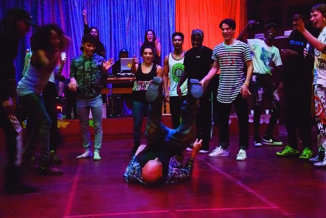 画像1: 役者というのは体を使った表現がなかなかできないもので、 今作ではプロのダンサーを起用して正解だったと思います