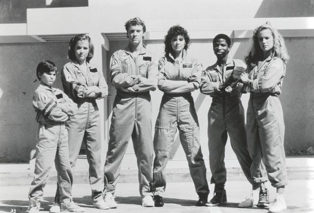 画像: 1986年 アドベンチャー映画「スペース・キャンプ」でデビュー(左端)