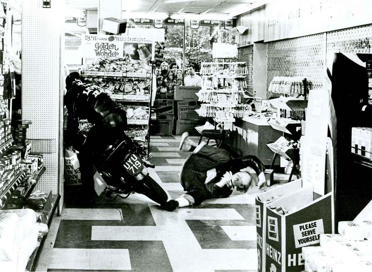 画像3: 英国生まれのゾンビバイカー映画が初ブルーレイ化!