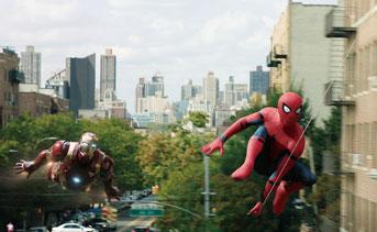 画像: アイアンマンと共にNY の空を舞う