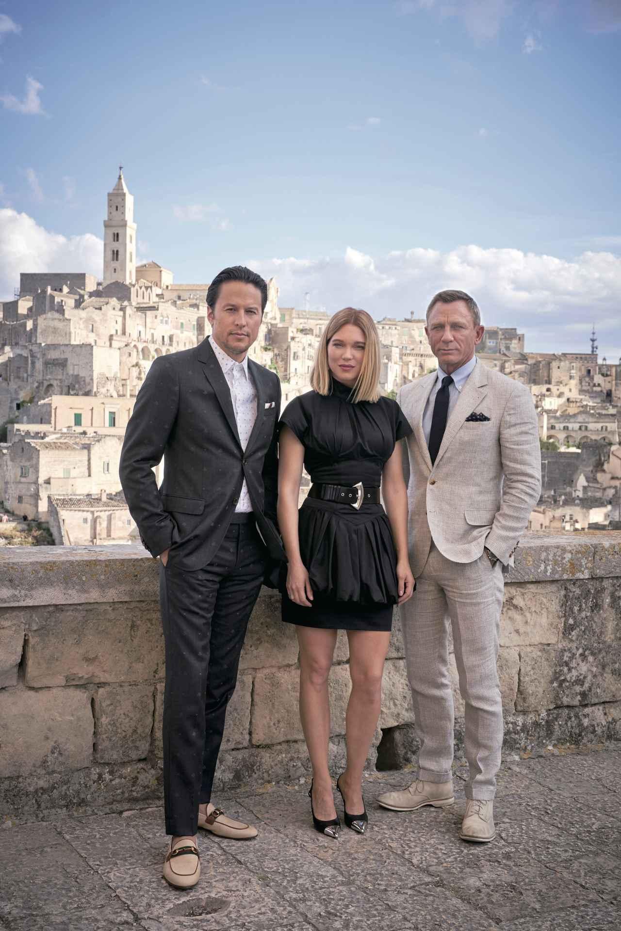 画像: イタリア・ロケ中のケリー・フクナガ監督、レア・セドゥ、ダニエル・クレイグ