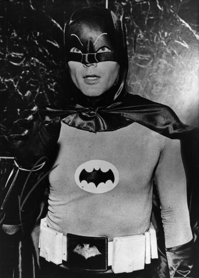 画像: アダム・ウェスト主演のテレビドラマ版「バットマン」(Photo by Evening Standard/Getty Images)