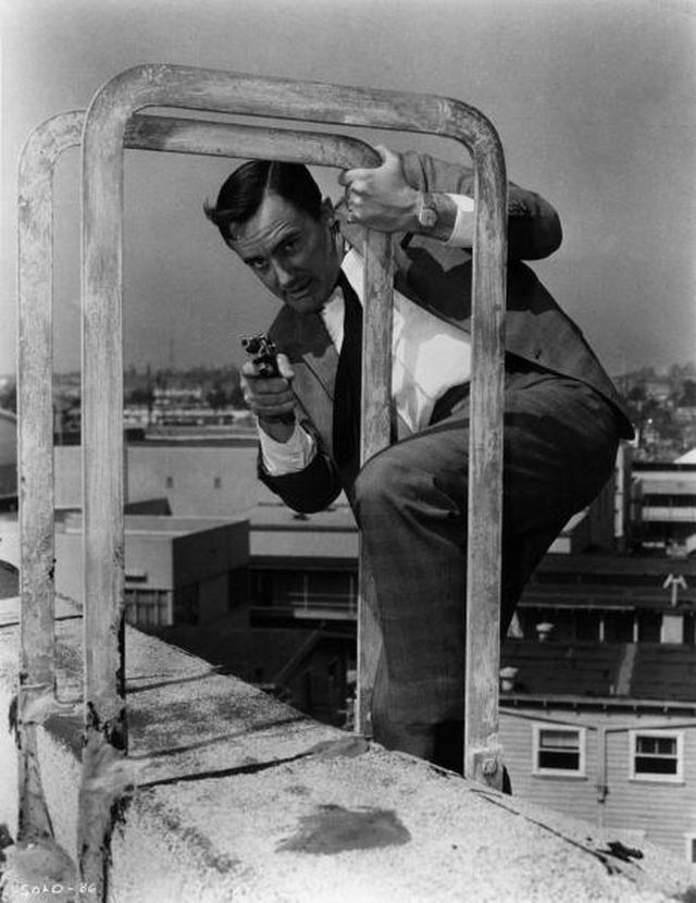 画像: ロバート・ヴォーン扮する『0011 ナポレオン・ソロ』の主人公ナポレオン・ソロ(Photo by Hulton Archive/Getty Images)