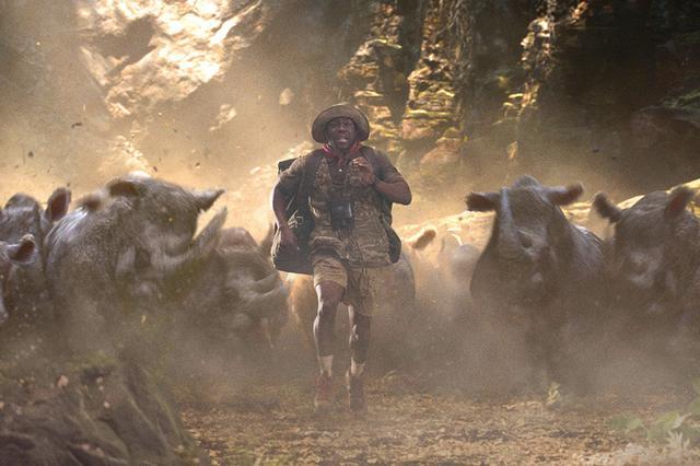 画像: 猛獣に襲われたり敵の攻撃を食らったり、こりゃ無理ゲーだよ