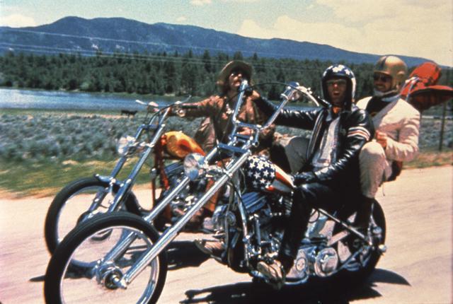 画像: 「イージー・ライダー」のデニス・ホッパー(左)©1969 Columbia Pictures Corporation. All Rights Reserved