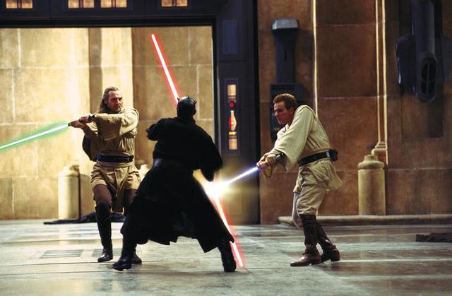 画像: ▶ダース・モールと戦うクワイ=ガンとオビ=ワンの師弟コンビ