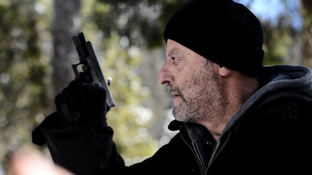 画像: 最後の暗殺依頼に向かう殺し屋ジャン・レノ