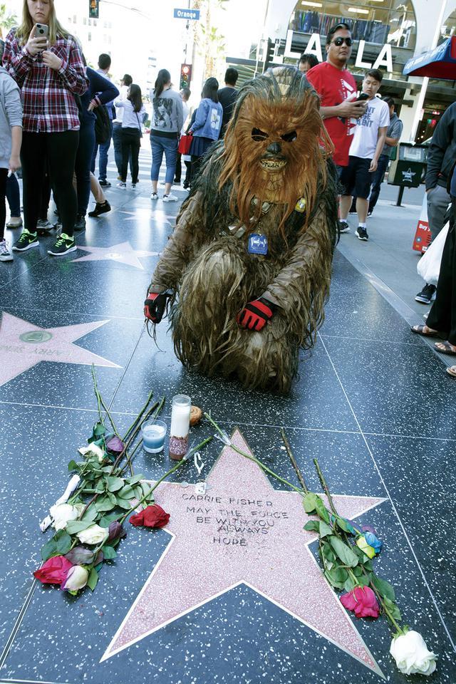 画像: キャリー・フィッシャーを追悼するファン