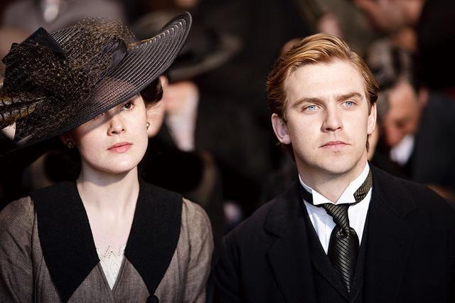 画像: メアリーの亡き夫マシューを演じたダン・スティーヴンス、ロバートの親戚の娘役リリー・ジェームズなど本作を機に飛躍した俳優も