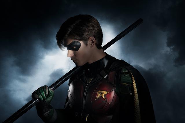 """画像: バットマンの元相棒で「タイタンズ」のリーダー""""ロビン""""/ディック・グレイソン"""