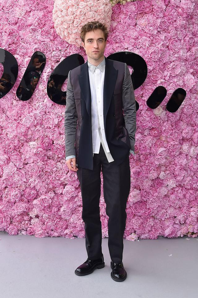画像: 新たなバットマンを演じるのは ロバート・パティンソン Photo by Jacopo Raule/Getty Images for Dior