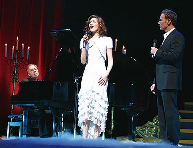 画像: 2005年の「オペラ座の怪人」来日イベントではパフォーマンスを披露