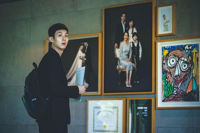 画像: 貧富の格差をエンタメに落とし込むことで、韓国のみならず全世界の観客を分け隔てなく魅了するポン・ジュノの才気