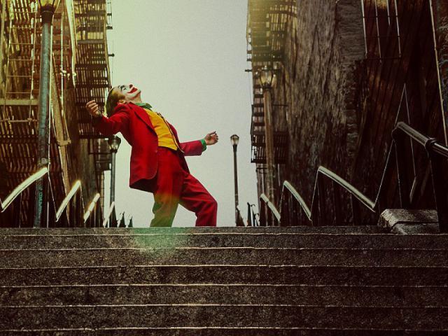 """画像: 又吉の相方・綾部による""""なりきりジョーカー""""の元ネタとなった名場面"""