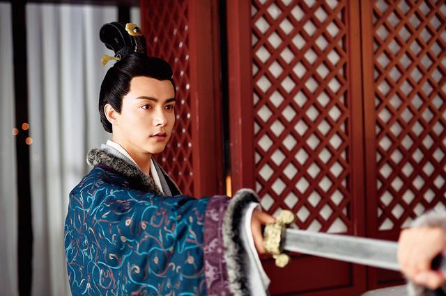 画像: 秘密を背負った心優しい皇帝 劉平(りゅうへい):マー・ティエンユー