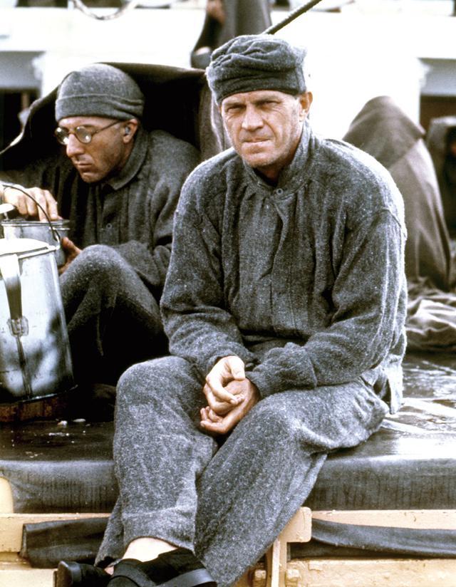 画像: 脱獄に命を賭ける囚人に扮した「パピヨン」