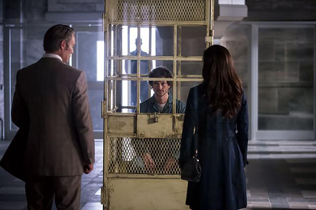 画像: ウィルに罪を着せ拘束するハンニバル