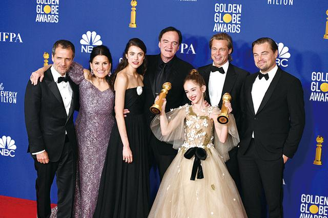 画像: ゴールデングローブ賞では「ワンハリ」メンバーと受賞を祝福
