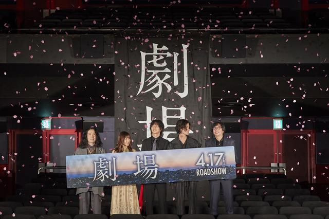 画像1: 左から:原作者・又吉直樹、松岡茉優、山﨑賢人、寛 一 郎、行定勲監督