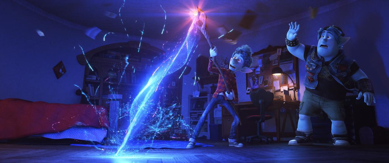 画像: 志尊淳は主人公イアン(左)を、城田優は兄バーリーの声を担当。 ©2020 Disney/Pixar. All Rights Reserved.