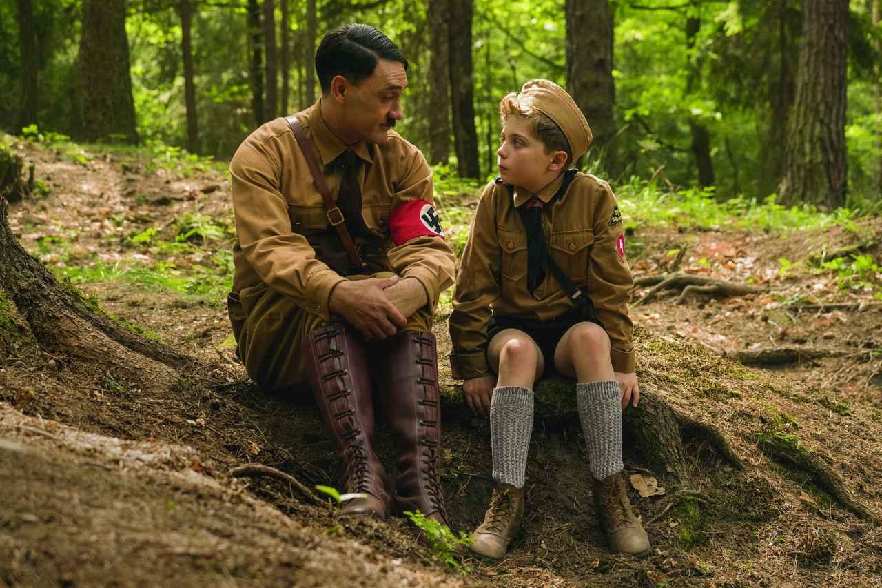 画像: ヒトラー役を熱演するタイカ・ワイティティ監督