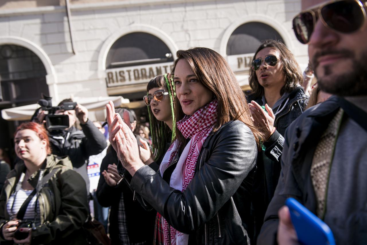 画像: ローマでの集会に参加したアーシア・アルジェント