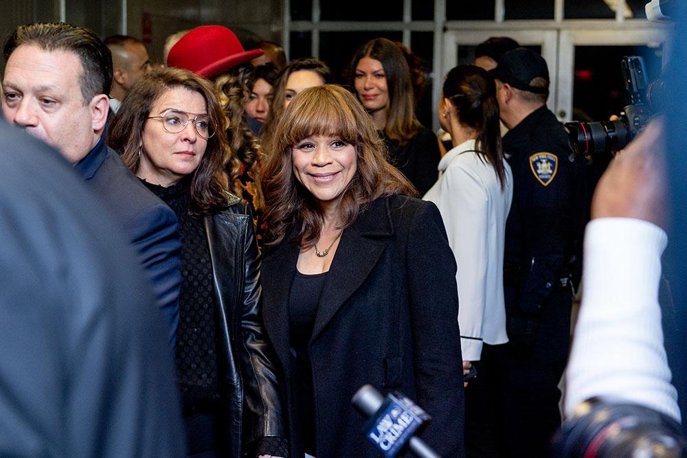 画像: 判決を喜ぶアナベラ・シオラとロージー・ペレス