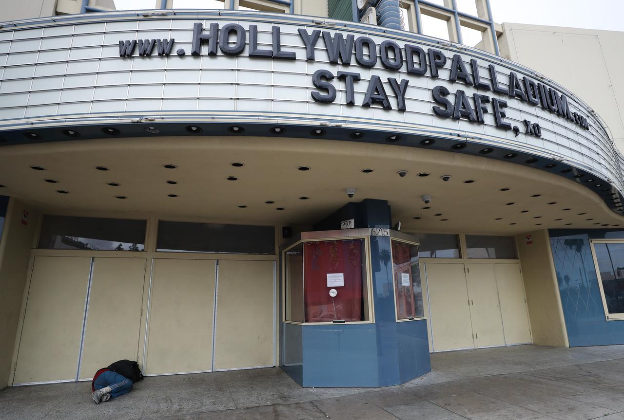 画像: 封鎖された劇場の様子 Photos by Getty Images