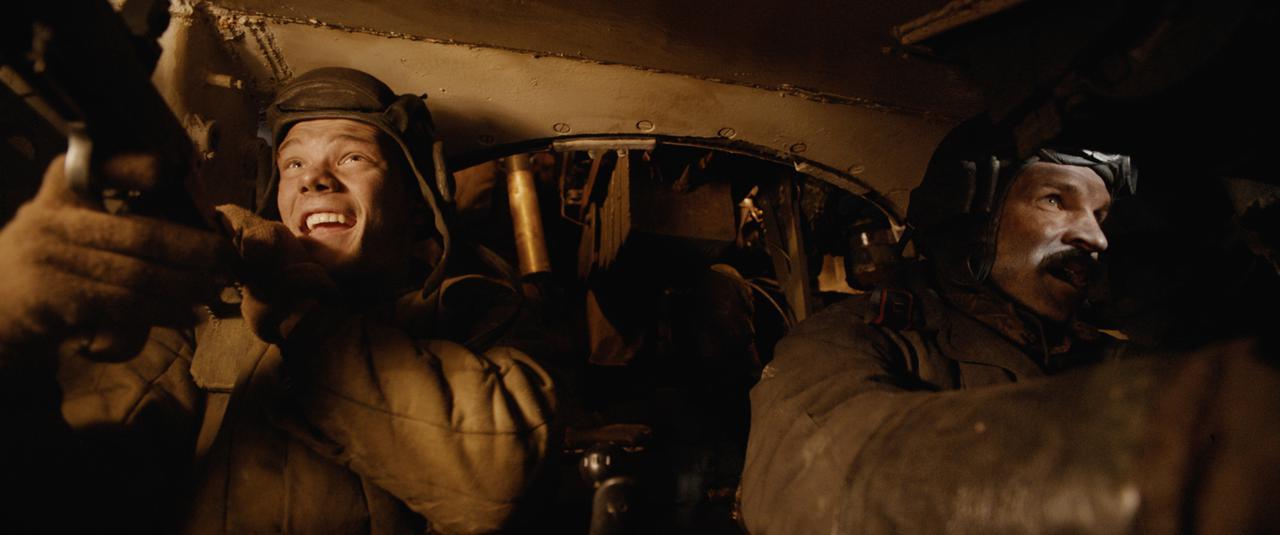 画像: 戦車内には小型カメラを設置!