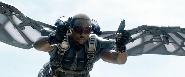 画像: 元落下傘部隊隊長だけに空を飛ぶ能力は一流 「キャプテン・アメリカ/ウィンター・ソルジャー」より