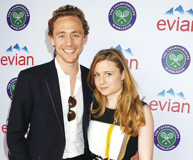 画像: 妹のエマと一緒のトム