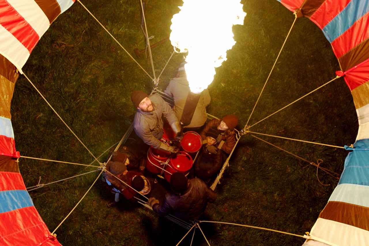 画像2: 手作りの熱気球で国境突破!? 実話サスペンス映画の予告が公開